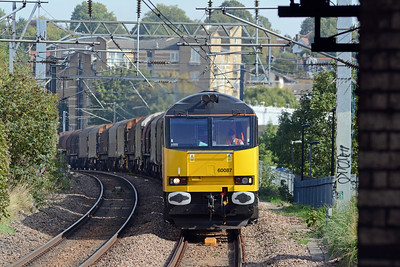 Colas keep 60087 extremely clean, here it is on 6V62 approaching West Hampstead. The driver was wearing a proper loco man's cap.