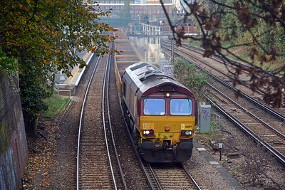 Back on the bike and at Wandsworth Road at 13:26, running slightly early, 66197 on the 6N02 Wimbledon to Hoo Junction, carrying dirty ballast.