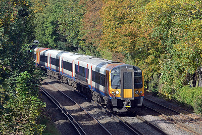 The SWT mainline through Wimbledon was closed today, all trains to Portsmouth, Weymouth and Exeter being diverted via the Hounslow Loop. This pair of 444s are approaching New Kew on the 1W32 09:20 Wareham to Waterloo