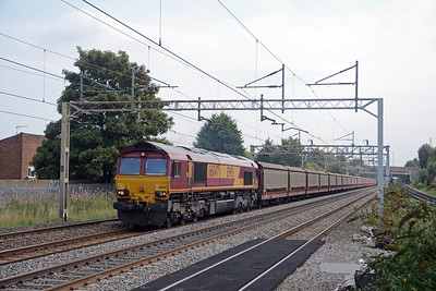 It was followed less than 5 minutes later by the 6M38 from Southanpton to Halewood behind 66047