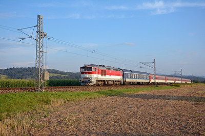 From Bešeňová I headed south towards Banská Bystrica and another shot from the level crossing at Veľká Lúka. In lovely evening light 757 003-9 races north on no.1852 the 19:09 Zvolen to Žilina with through sleeper to Prague.