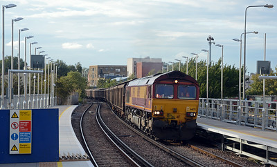 The platform lengthening at Imperial Wharf has yet to be completed, 66175 on the 6B57, running in the approximate path of 4O57 I presume it was Saturday's Daventry to Dollands Moor empty mineral water tanks delayed by the Watford blockade
