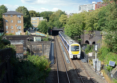 The 13:37 Stratford on Avon to Marylebone crossing the WCML at South Hampstead and about to enter St Johns Wood Tunnel