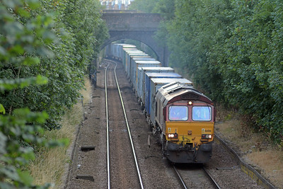 Crouch Hill; at just after 20:05, running about 20 minutes late, 66016 on MThO 4L56 Trafford Park to London Gateway intermodal service, consisting of 33 flats all fully loaded, an impressively lengthy train by our standards.