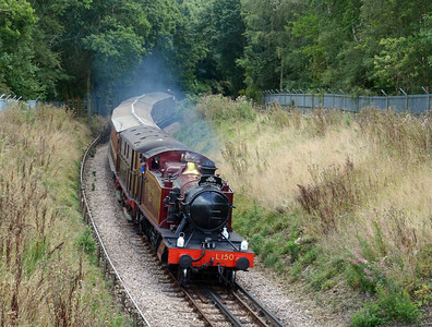 The weekend saw London Underground suspend their normal service between Chalfont and Chesham to run the vintage train to celebrate the 125th annivesary of the railway coming to Chesham. Fake L150 at the head of the vintage train descending from Chalfont through Market Reading Wood