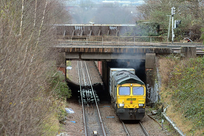 A couple of minutes later and with plety of exhaust to indicate the effort it was making, 66590 climbs past Harringay Park on a well loaded 4M94 Felixstowe to Lawley Street