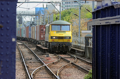 A few minutes later 90016 appeared in the opposite direction on the 4M81 Felixstowe to Crewe