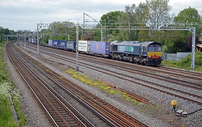 66432 on another favourite of mine, the 4L48 Daventry to Purfleet Tesco Express. The usual mix of boxes (and empty flats).