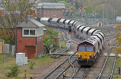 Just after 15:00 66092 and the 19 polybulk tanks carryng china clay swing round the Abbey Foregate curve.