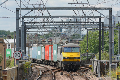 In the opposite direction 90048 on a well loaded 4L39 Trafford Park to Felixstowe, 24 flats with a single 1TEU container space.