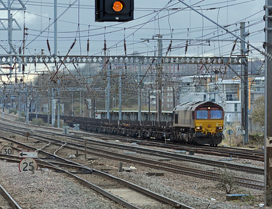 4O54 was held in Alexandra Palace platfomr 1 by a Hertford to King's Cross service which itself was held on SL1 this side of Hornsey waiting for an ECS to pass n the SL2. In the meantime 66079 heads north on the 4E32